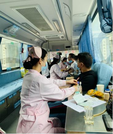 中鑫公司党支部积极参加无偿献血活动